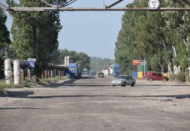 В Николаеве спешно подлатали улицу Новозаводскую, чтобы вывести туда часть грузовиков