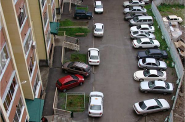 Киев вводит плату за парковку автомобилей во дворах жилых домов: справедливости ради
