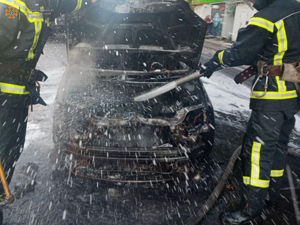 В Николаеве на Крылова загорелся Chevrolet A (ФОТО) 1