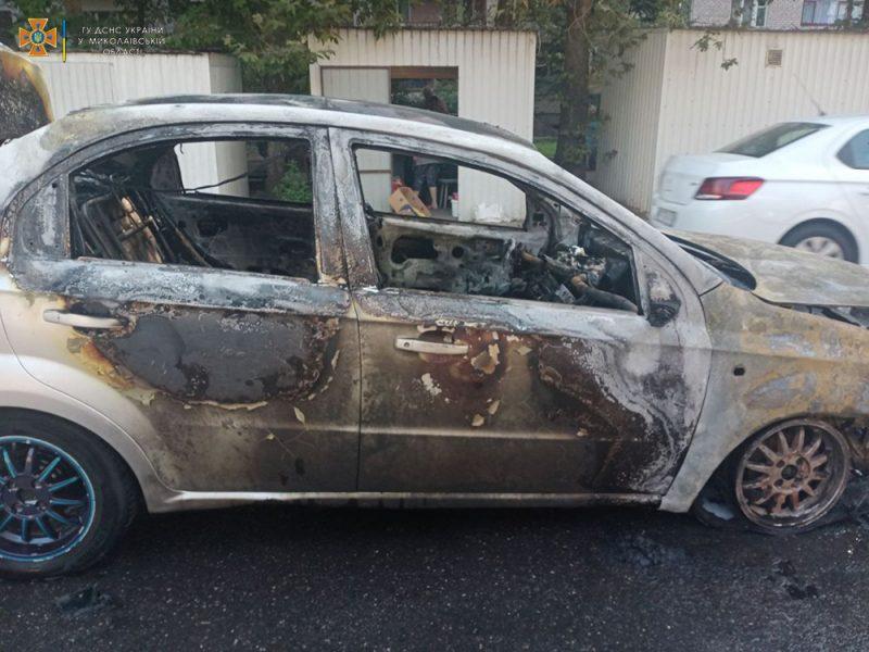 В Николаеве на Крылова загорелся Chevrolet A (ФОТО)