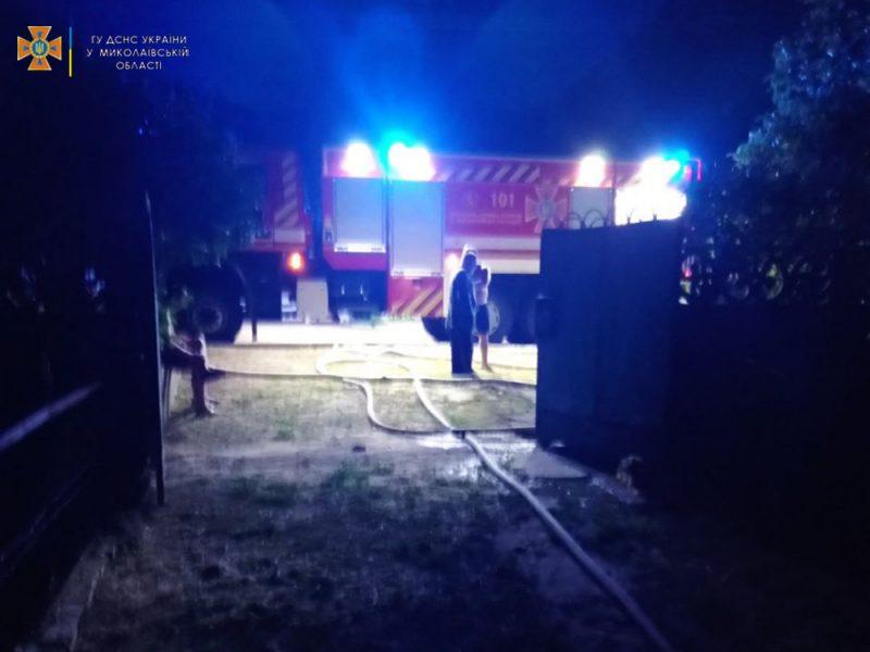 В Кирьяковке огонь уничтожил ВАЗ 2104, мопед, мотоцикл и 2 газонокосилки – и все в одном месте (ФОТО)