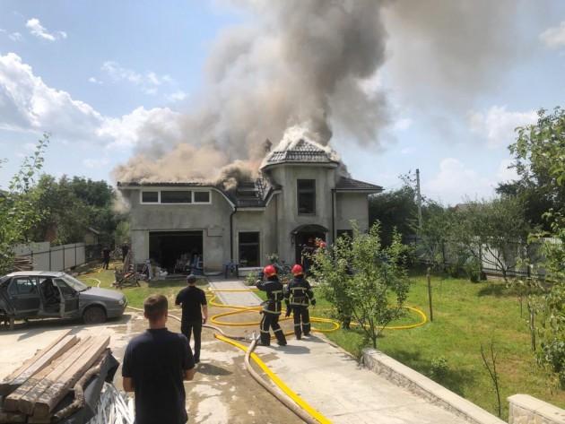 В Ивано-Франковской области самолет упал на жилой дом: погибли четверо