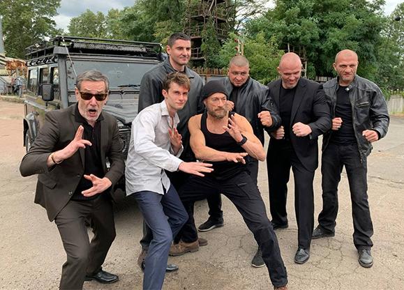 Актер из Николаева снялся в комедийном боевике Netflix вместе с Ван Даммом (ВИДЕО)