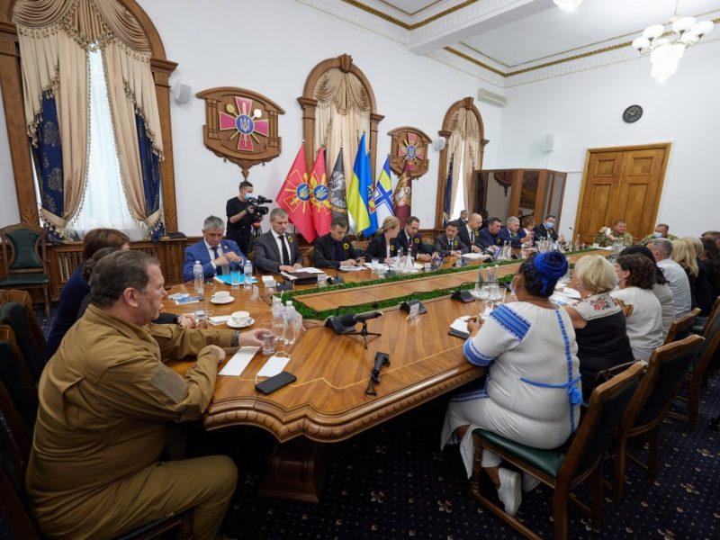 Зеленский хочет привлечь местные власти к решению жилищных проблем семей воинов, погибших на Донбассе