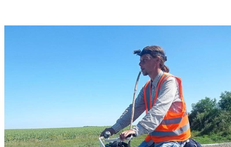 Играя на сопилке, вмонтированной в велосипед, — николаевец проехал от Первомайска до Тернополя