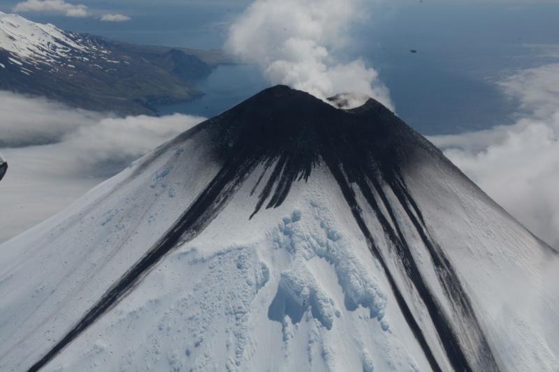 Впервые за 7 последних лет на Аляске одновременно извергаются три вулкана
