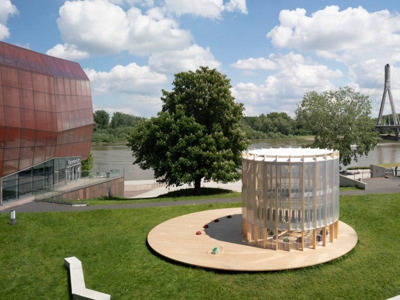 В Варшаве создали первое в мире детское игровое пространство, воздух в котором очищается с помощью водорослей