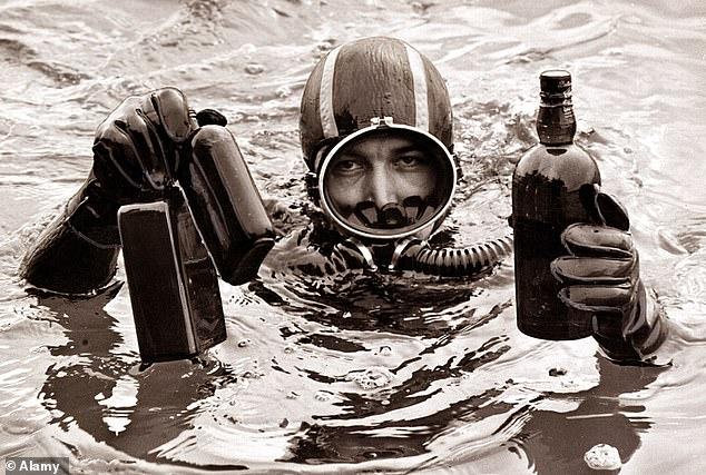 Бутылку виски, спасенную после кораблекрушения и вдохновившую на создание кинофильма, продали за рекордные почти 13 тыс. фунтов стерлингов