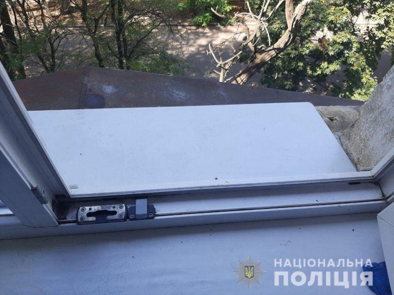 В Николаеве из окна четвертого этажа выпал 2-летний мальчик (ФОТО)