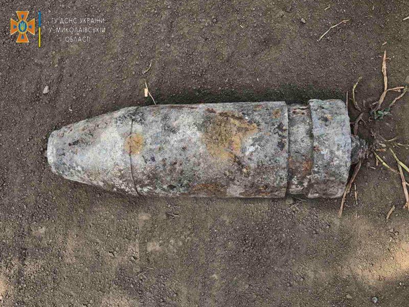 Николаевские пиротехники обезвредили артснаряд, найденный в Снигиревской ОТГ (ФОТО)