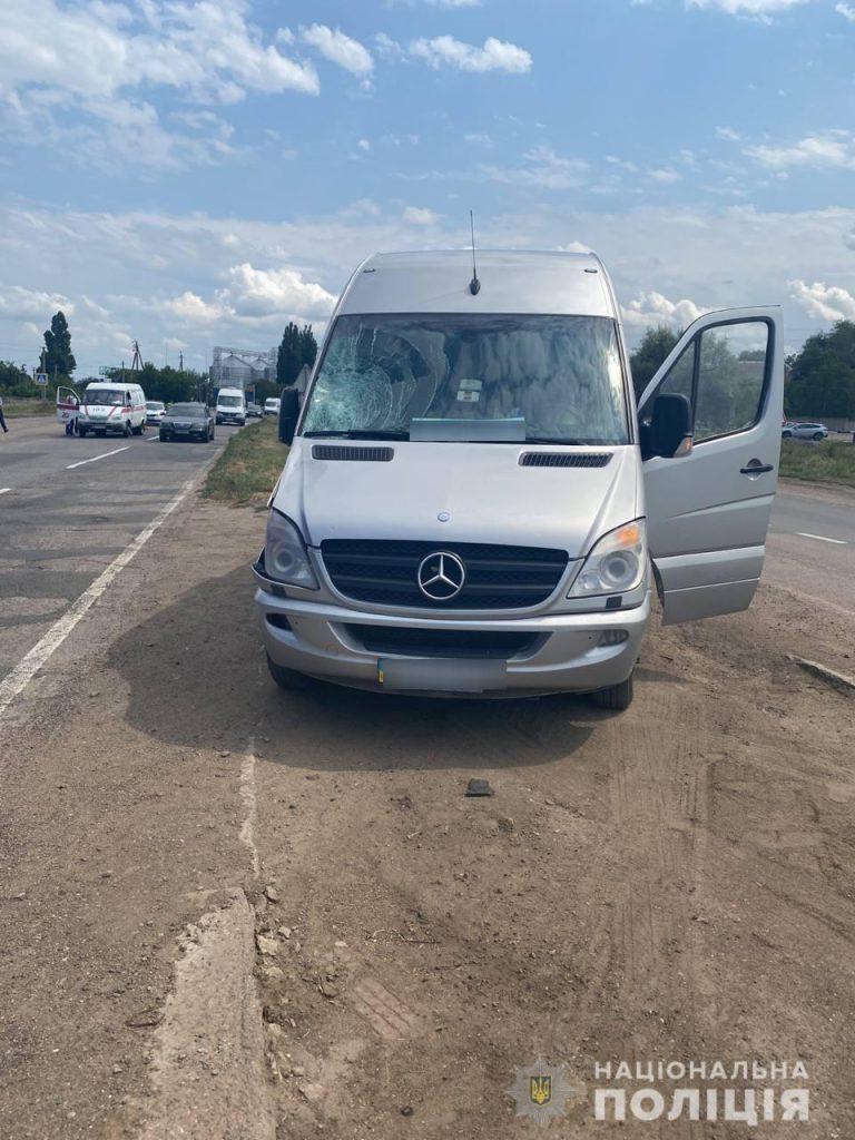 У Константиновки под колесами микроавтобуса погиб пешеход (ФОТО) 3