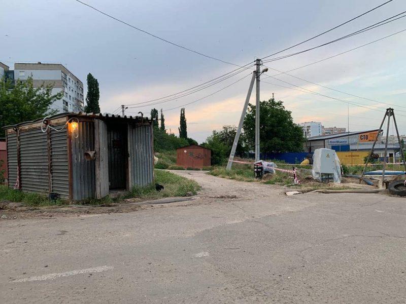 Разрушенный канализационный коллектор на ул.Флотская в Николаеве: подрядчик начнет работать с начала сентября (ФОТО)