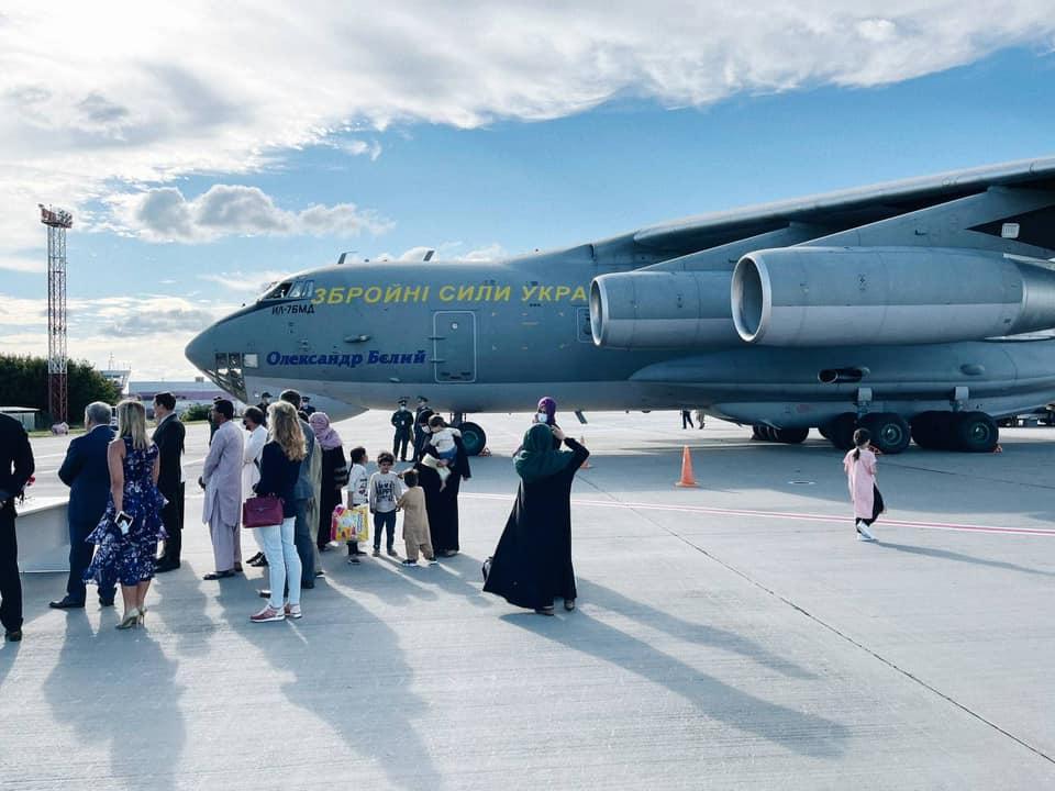 В «Борисполе» приземлился самолет с эвакуированными из Кабула - на борту было около 80 украинцев (ФОТО, ВИДЕО) 3
