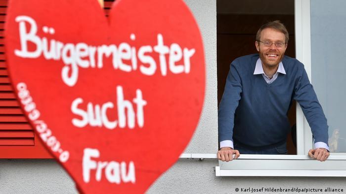 Дело для всего города: жители немецкого городка ищут жену для своего мэра