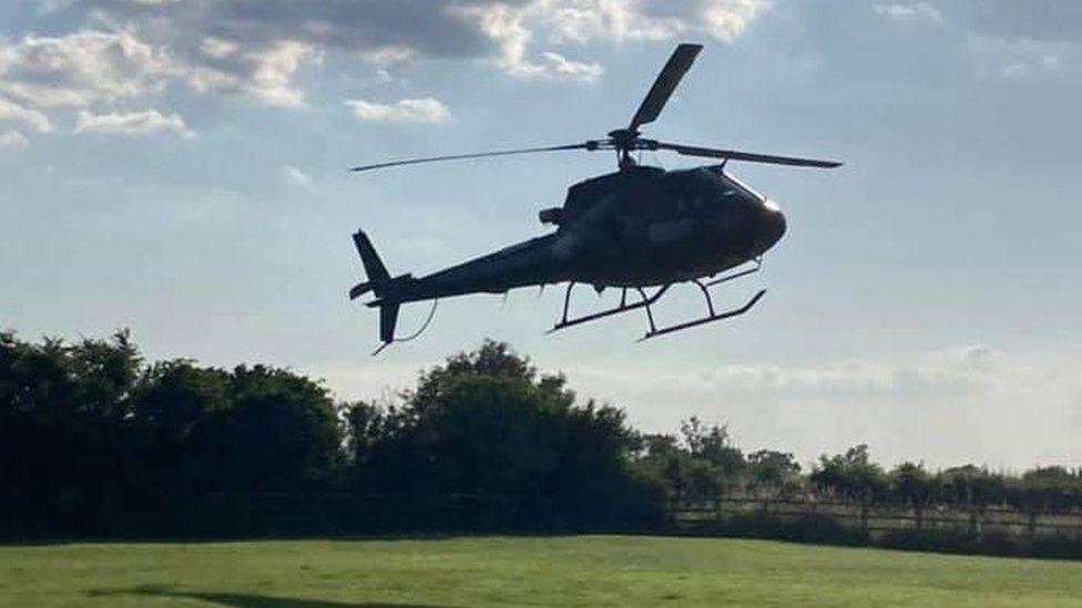 Миссия оказалась выполнима: Том Круз посадил свой вертолет в саду английской семьи, потому что опаздывал (ФОТО) 7