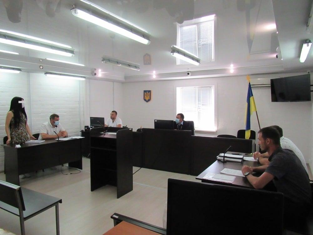 В Николаеве избрали меру пресечения работнице вуза, подозреваемой в подделке диплома для другого человека (ФОТО) 1