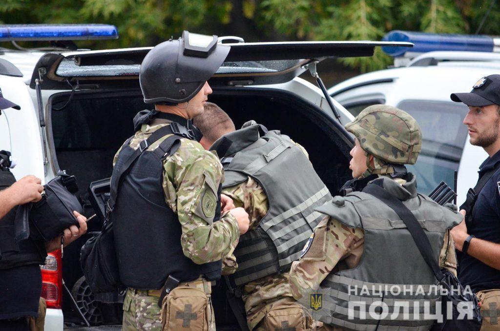 Задержание вооруженных преступников, обезвреживание взрывчатки, штурм здания – как и чему учились полицейские в Николаеве (ФОТО, ВИДЕО) 19