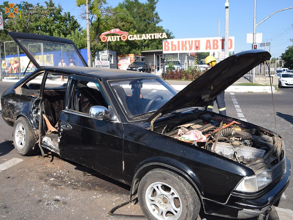 ДТП в Николаеве у «Эпицентра»: пострадали женщина и мужчина, их доставили в больницу (ФОТО, ВИДЕО) 21