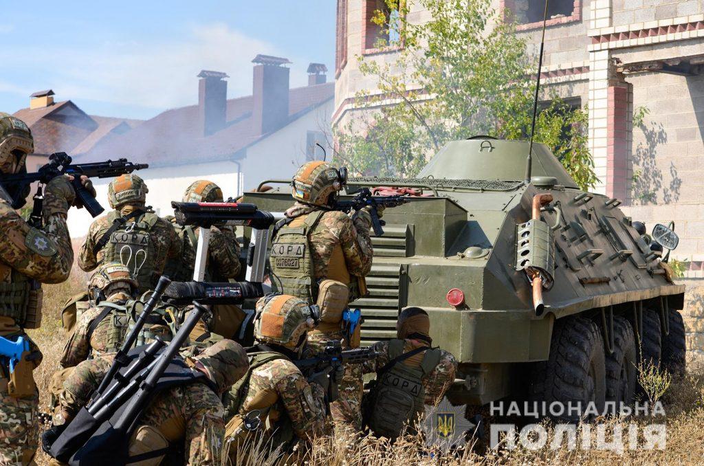 Задержание вооруженных преступников, обезвреживание взрывчатки, штурм здания – как и чему учились полицейские в Николаеве (ФОТО, ВИДЕО) 25