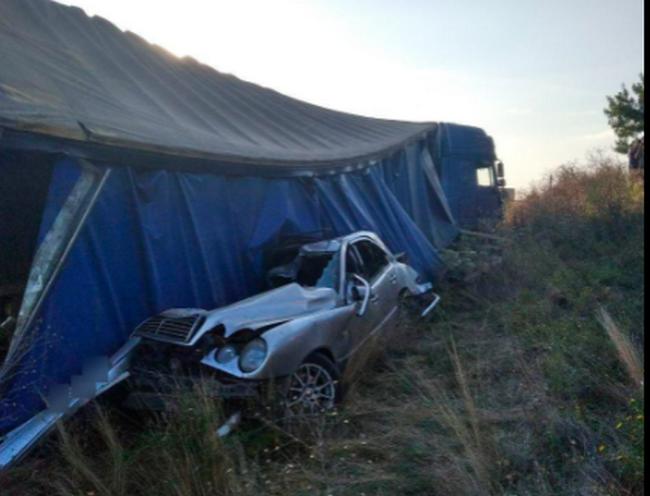 В Новой Одессе столкнулись два легковых авто и фура с арбузами: один погибший, двое с тяжелыми травмами (ФОТО)