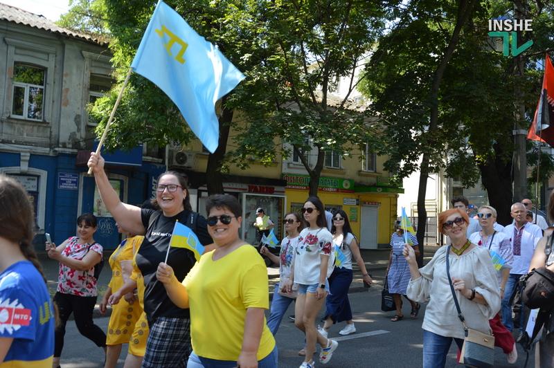«Путин х**ло!»: в Николаеве прошел свой парад в честь Дня Независимости (ФОТО) 37