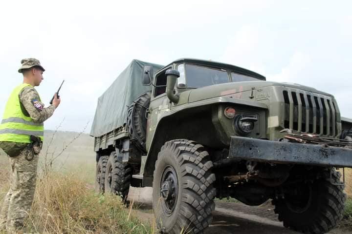 Чтобы по пересеченной местности – как по асфальту: тренировались водители николаевской «79-ки» (ФОТО) 5