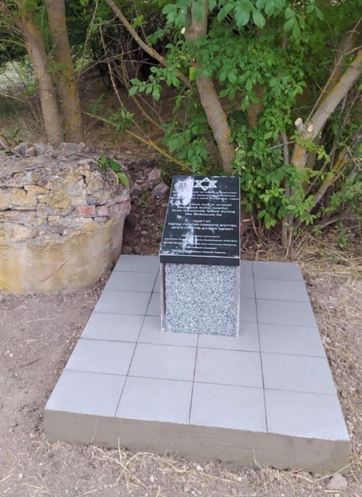 На Николаевщине установили памятный знак на месте захоронения расстрелянных евреев (ФОТО) 1