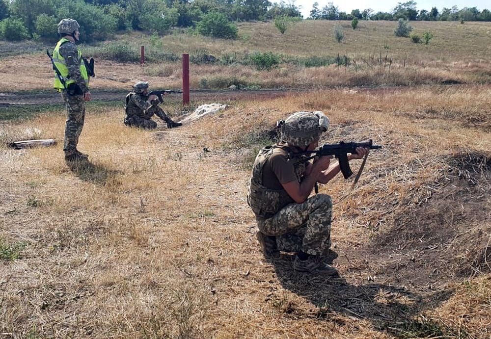 Чтобы стрелять из любого положения: как тренируют николаевских десантников (ФОТО) 1