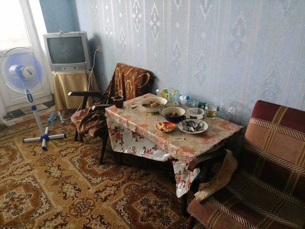 В райцентре Николаевской области неадекватный мужчина угрожал выбросить годовалого ребенка с балкона третьего этажа (ФОТО) 5