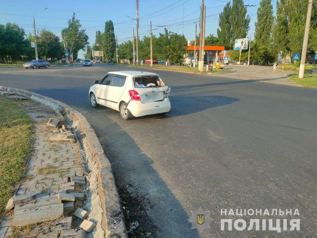 В Николаеве на Терновском кольце грузовик врезался в «Шкоду»: пострадали двое детей (ФОТО) 3