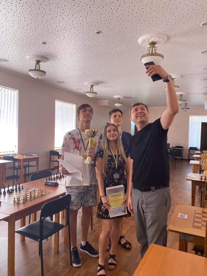 Международный шахматный турнир «Bridges of Ingul – 2021» в Николаеве выиграл молдавский шахматист (ФОТО) 3