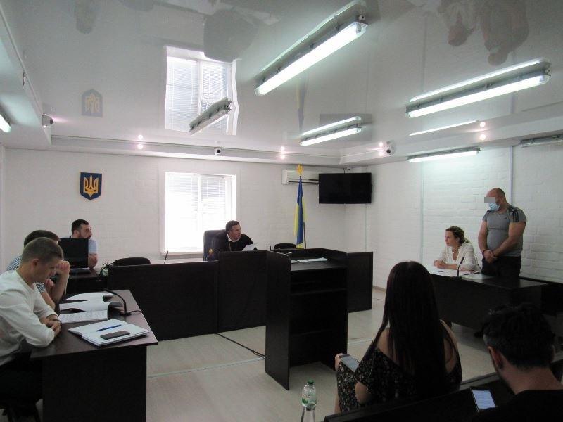 Суд в Николаеве отправил в СИЗО замдиректора первомайской охранной фирмы, предлагавшего полицейскому $5 тыс. взятки (ФОТО) 5