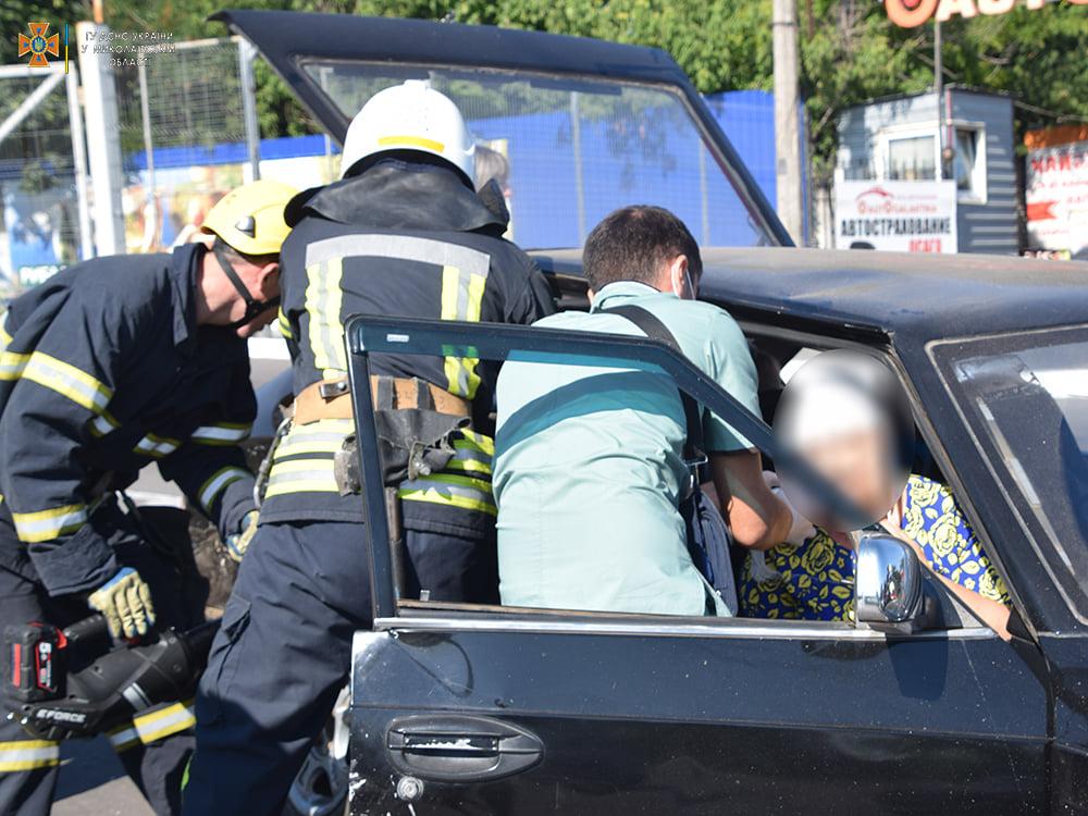 ДТП в Николаеве у «Эпицентра»: пострадали женщина и мужчина, их доставили в больницу (ФОТО, ВИДЕО) 3