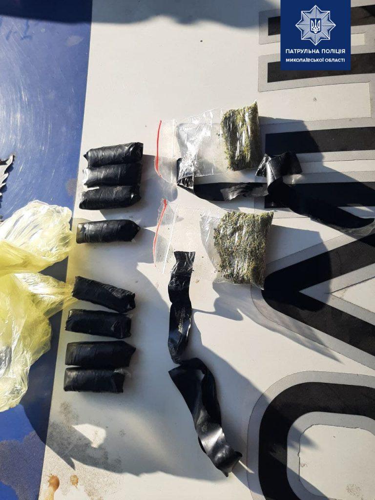 В Николаеве патрульные задержали «закладчиков» с 60 пакетиками с марихуаной (ФОТО) 3