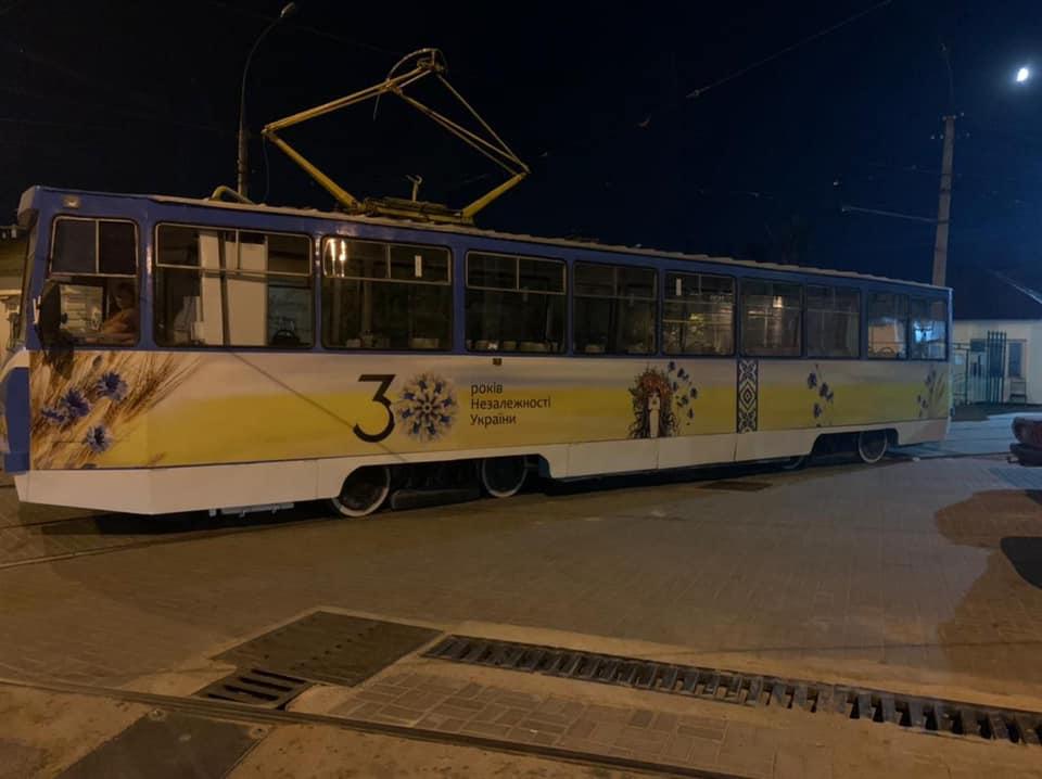 В Николаеве к 30-летию Независимости Украины на маршруты выйдут по-особому украшенные трамваи (ФОТО) 3