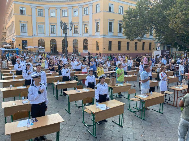 В Одессе 200 человек написали диктант по украинскому языку на Приморском бульваре (ФОТО)