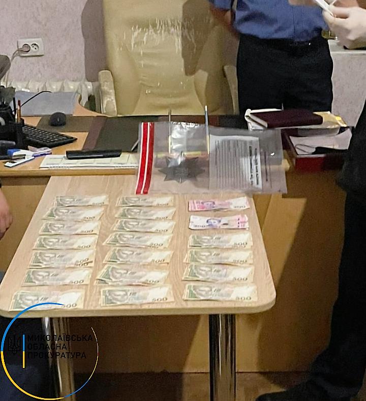 В Николаеве 45-летний мужчина за взятку 20 тыс. грн. хотел вернуть свой самогонный аппарат и тонну самогона (ФОТО) 3
