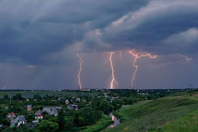 В Вознесенске молния ударила в подстанцию — часть города без электроэнергии