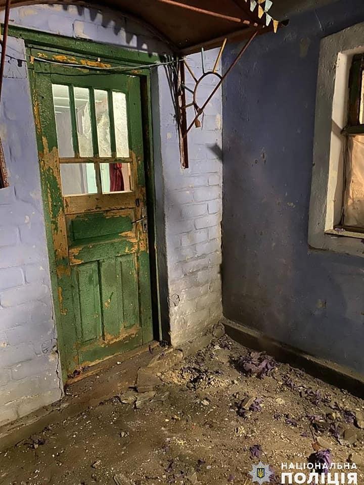 Второй случай на Николаевщине: женщине во двор бросили гранату, взрывом повреждено здание 3