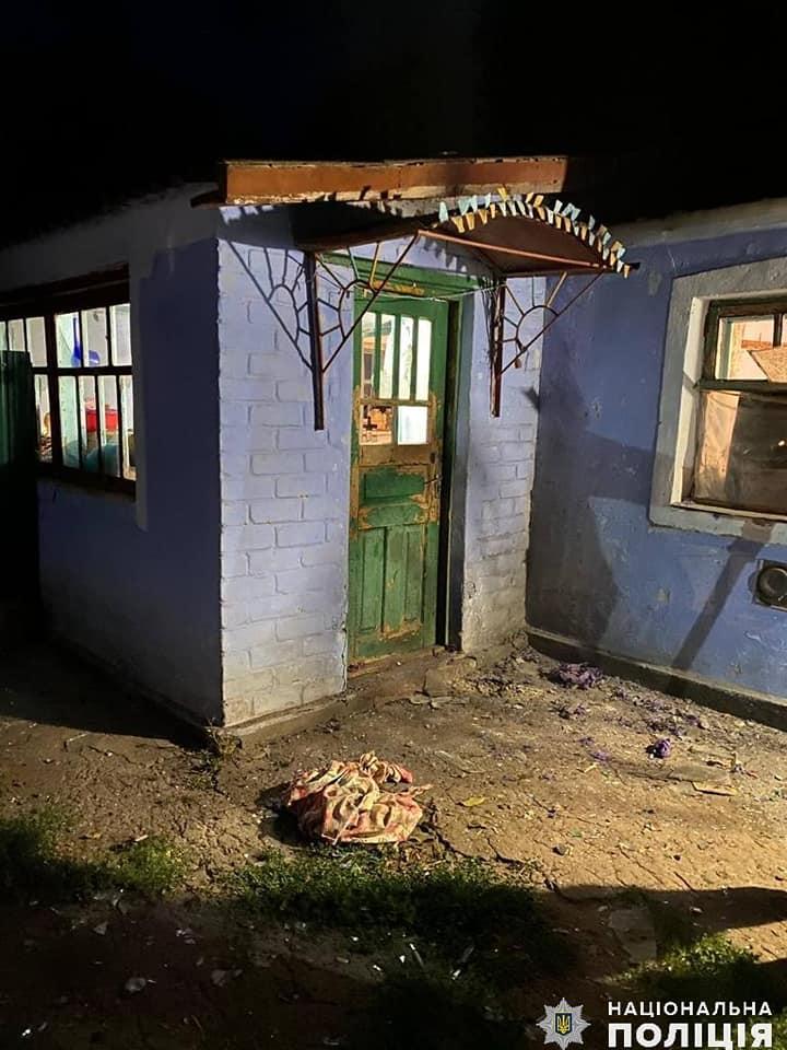 Второй случай на Николаевщине: женщине во двор бросили гранату, взрывом повреждено здание 5