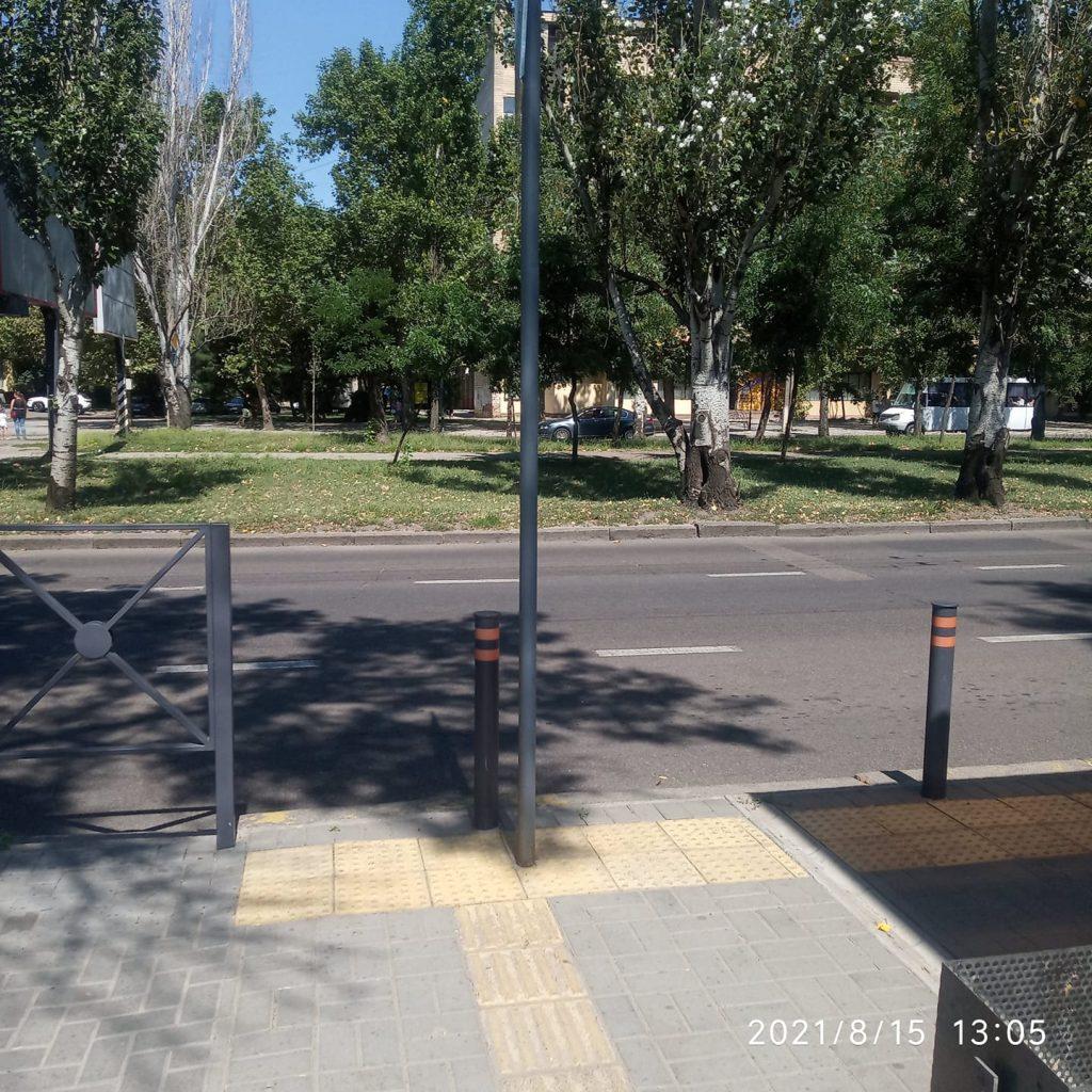 Столб посреди перехода для слепых, - в Николаеве одним фото объяснили качество работы Департамента ЖКХ 1