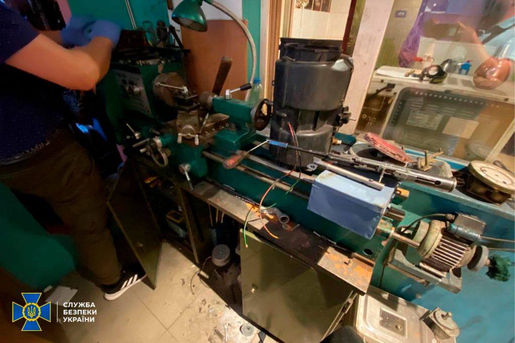 Два пулемета, 7 пистолетов, тысячи патронов, - СБУ выявило подпольную оружейную мастерскую на Николаевщине (ФОТО) 3