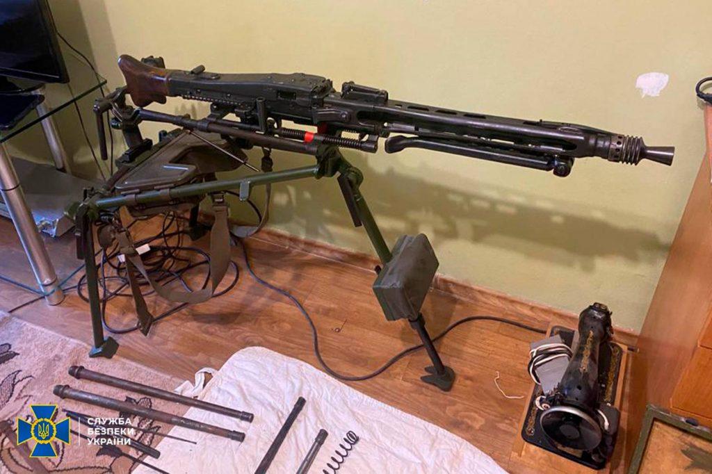 Два пулемета, 7 пистолетов, тысячи патронов, - СБУ выявило подпольную оружейную мастерскую на Николаевщине (ФОТО) 5