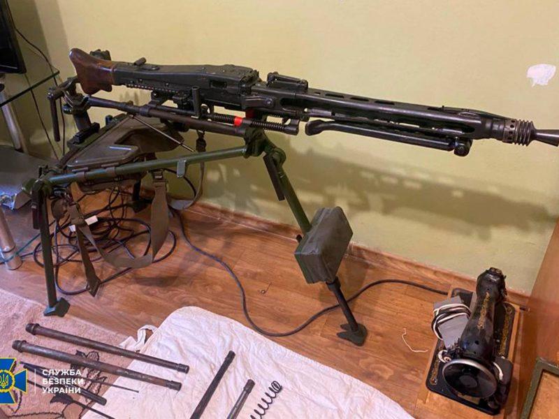 Два пулемета, 7 пистолетов, тысячи патронов, — СБУ выявило подпольную оружейную мастерскую на Николаевщине (ФОТО)
