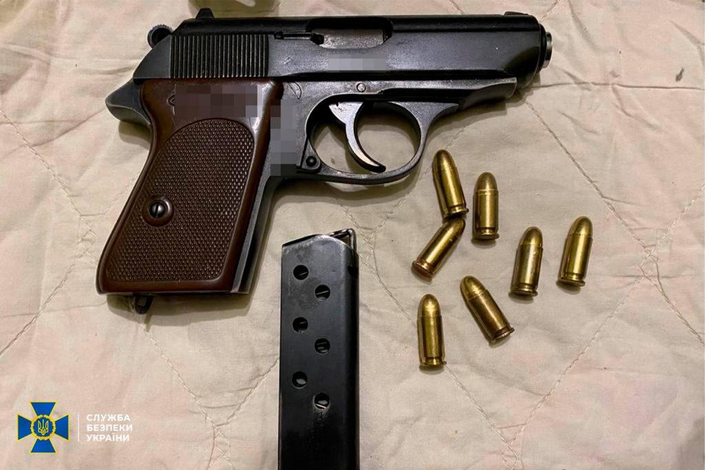 Два пулемета, 7 пистолетов, тысячи патронов, - СБУ выявило подпольную оружейную мастерскую на Николаевщине (ФОТО) 7