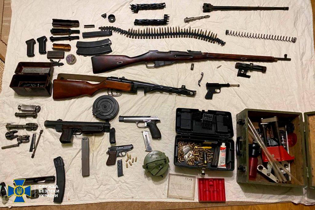 Два пулемета, 7 пистолетов, тысячи патронов, - СБУ выявило подпольную оружейную мастерскую на Николаевщине (ФОТО) 9