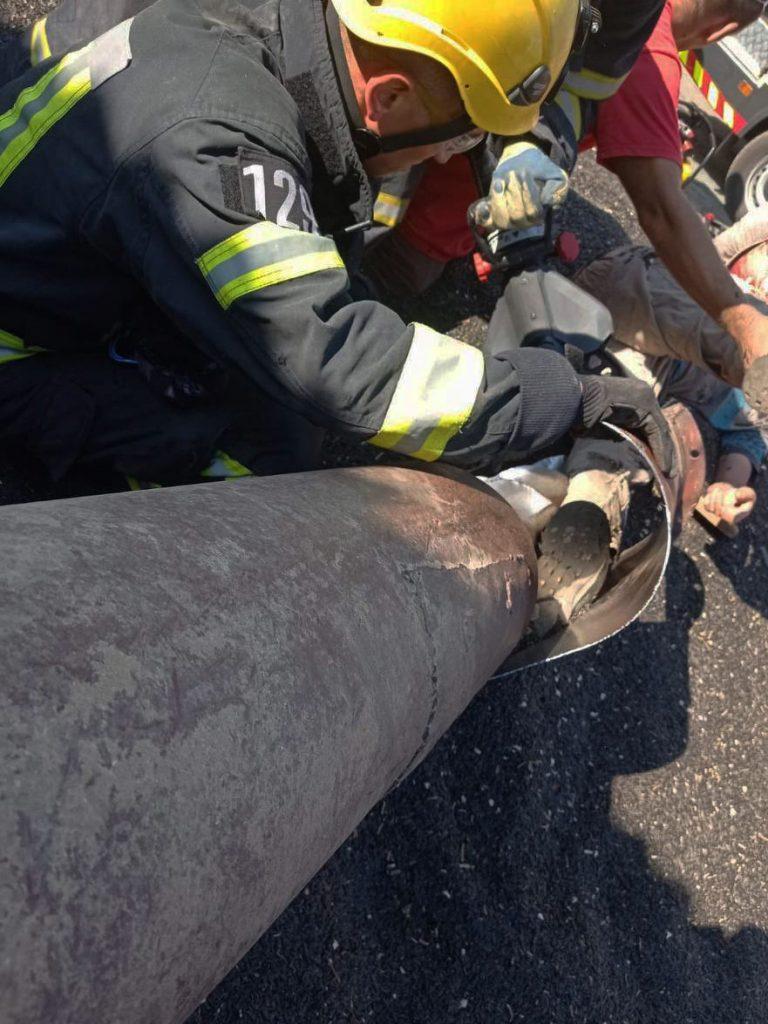 На Николаевщине спасатели освободили мужчину, ногу которого затянуло в шнекоротор (ФОТО) 3