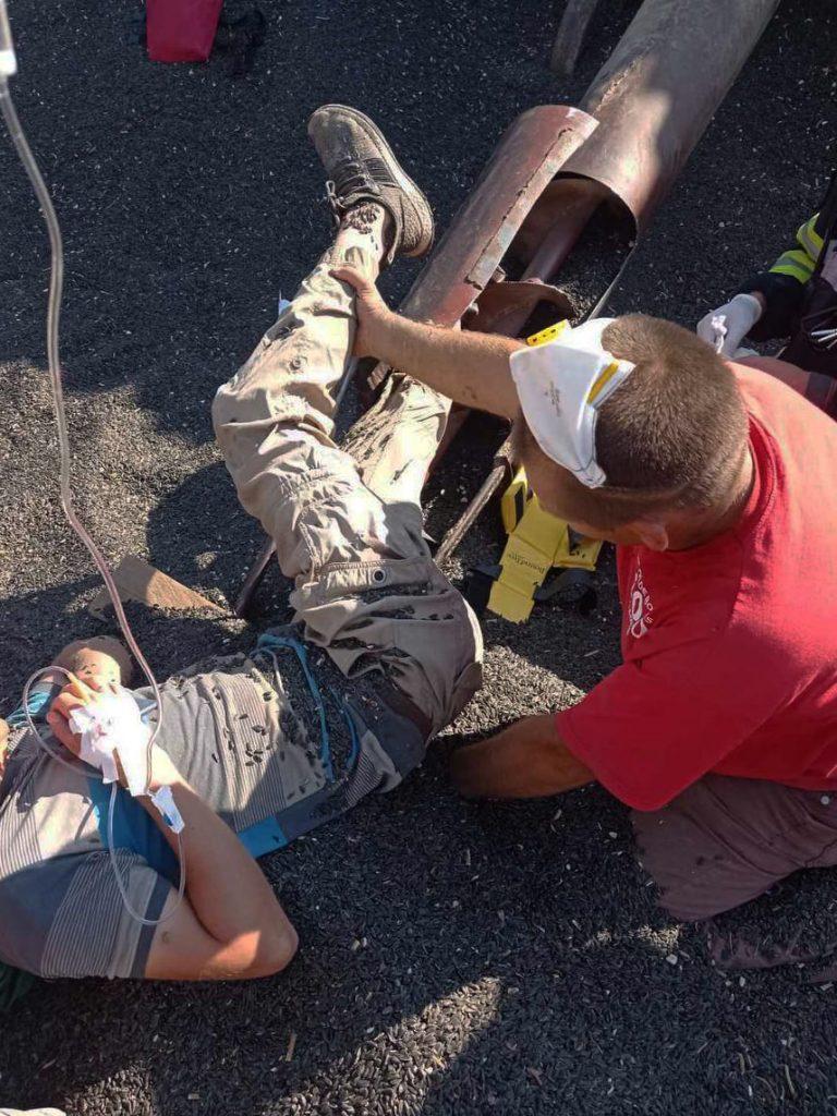 На Николаевщине спасатели освободили мужчину, ногу которого затянуло в шнекоротор (ФОТО) 5