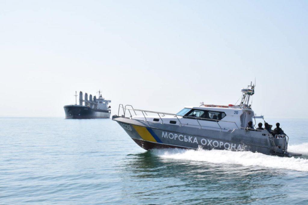 Пограничники в Черноморске обнаружили загрязнителя моря. Судно с зерном задержали до уплаты штрафа (ФОТО) 1