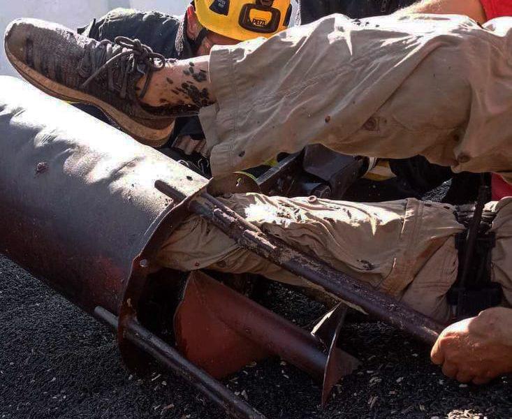 На Николаевщине спасатели освободили мужчину, ногу которого затянуло в шнекоротор (ФОТО)
